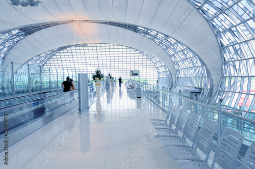 Leinwanddruck Bild Flughafen Terminal - Abflug Gate