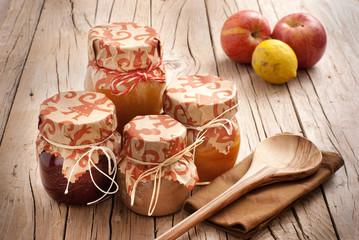 Vasetti di marmellata fatta in casa