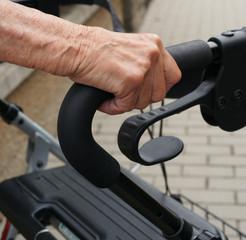 Der Rollator für Gehbehinderung