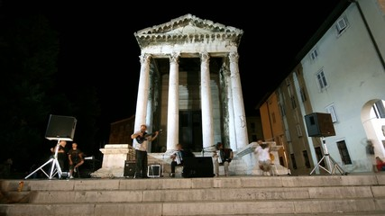 Band in front of Augustus temple