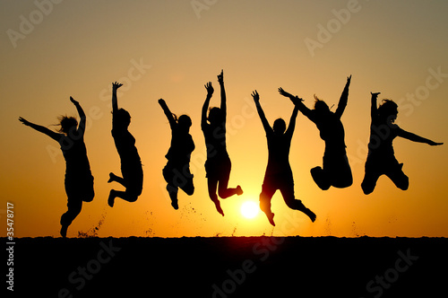 Fototapety, obrazy : silhouette of friends jumping in sunset