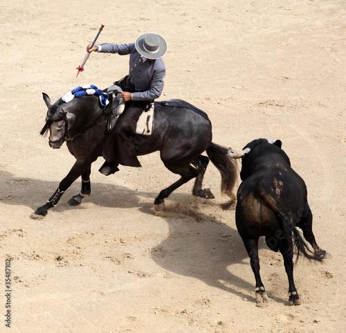 Fotobehang Stierenvechten corrida a cheval