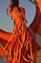 salvagente e corda di salvataggio