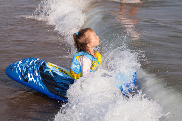 Sea wave covered the child.