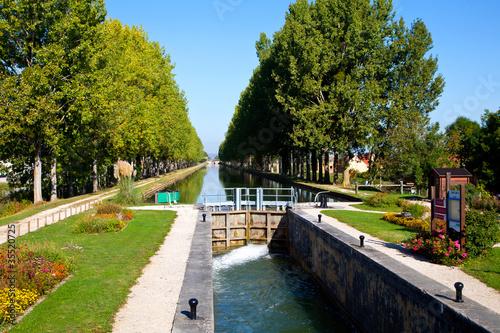 Fotobehang Kanaal canal de bourgogne