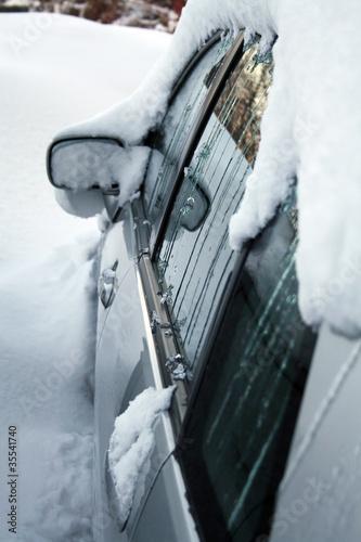 Winterzeit - eingefrorenes Auto