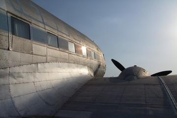 DC-3 Lizenzbau im Gegenlicht
