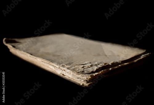 mysterieux livre usé
