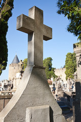 Cruz en el cementerio de Carcasona, Francia
