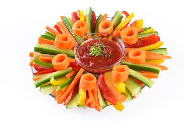 Knackige Gemüsesticks mit scharfer Dipsauce