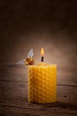 Candela in cera d'api