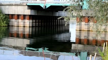 Brücke gespiegelt