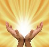 Fototapeta energia - złoto - Stopy / Dłonie