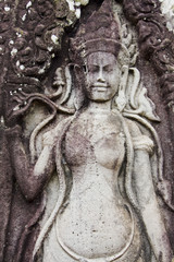 donna scolpita in un tempio ad angkor