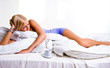 Frau im Bett