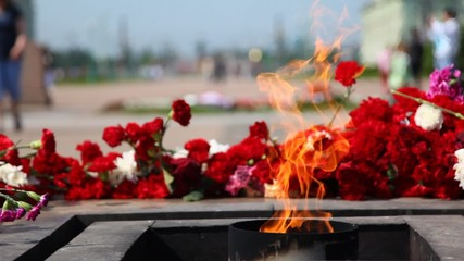 Eternal fire burns at Monument to victims of revolution