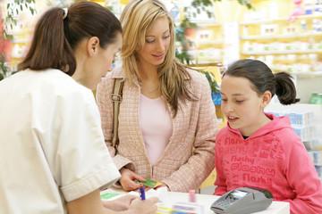 Pharmacie - Mère et fille