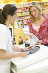 Pharmacienne - Dialogue avec une cliente