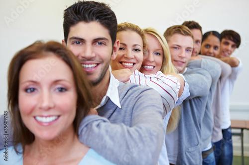 Viele Studenten in einer Reihe