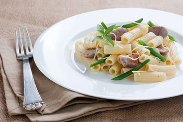 Macaroni with sausage and green beans