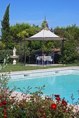 coin piscine et jardin d'une maison de campagne # 03