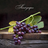 Fototapety art purple grapes  on old wooden background