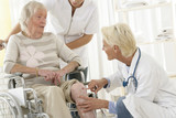 Urgences - Blessure au genou sur personne âgée poster