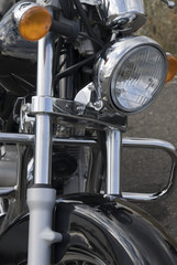 Frontal de una moto custom.