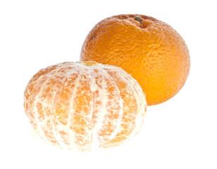 Geschälte und ganze Mandarine mit Schale