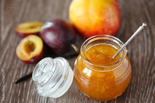 Peach-plum homemade jam with vanille