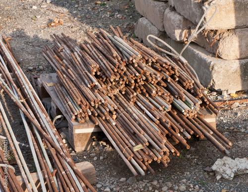 Stahlstäbe auf einer Palette