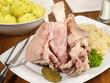 Eisbein mit Sauerkraut und Knödeln