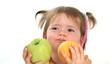 Kind hat spaß mit Fruchten/ H