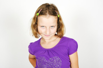 Little Girl wit violett T-Shirt