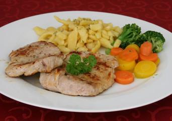 Kalbsfleisch mit Spätzle und Gemüse