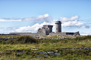 Dun Arann Lighthouse & Signal Tower