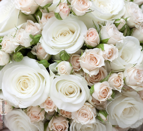 Leinwanddruck Bild Wedding bouquet of pinkand white  roses