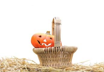 Cesta con calabazas de Halloween.