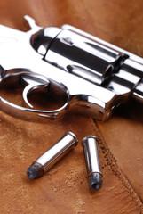 cartucce e pistola - tre
