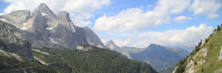 Sasso Vernale e dolomiti del Passo Fedaia