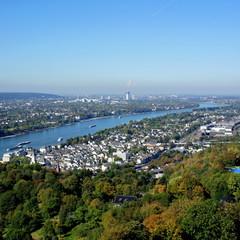 Königswinter am Rhein mit Bonn im Hintergrund