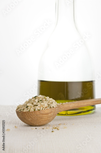 hemp seeds and hemp oil2