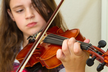 Young girl with violin focused on hand