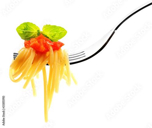 spaghetti con salsa di pomodoro e basilico