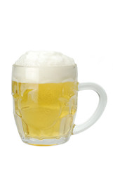 Jarra de cerveza sobre fondo blanco