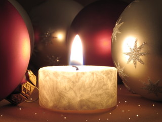 Weihnachtsdekoration - Kerze mit Glaskugeln