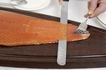 Découpe de saumon fumé