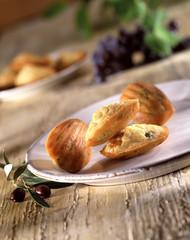 Madeleines salées aux olives