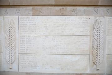 Soldados no identificados tras el desembarco de Normandía