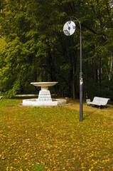 Декоративные часы для свиданий и фонтан в Нескучном саду